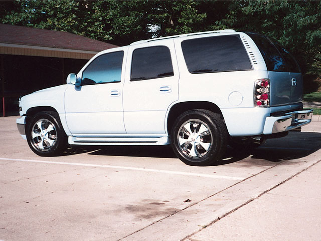 2003 Chevrolet Tahoe rear Drivers Side View