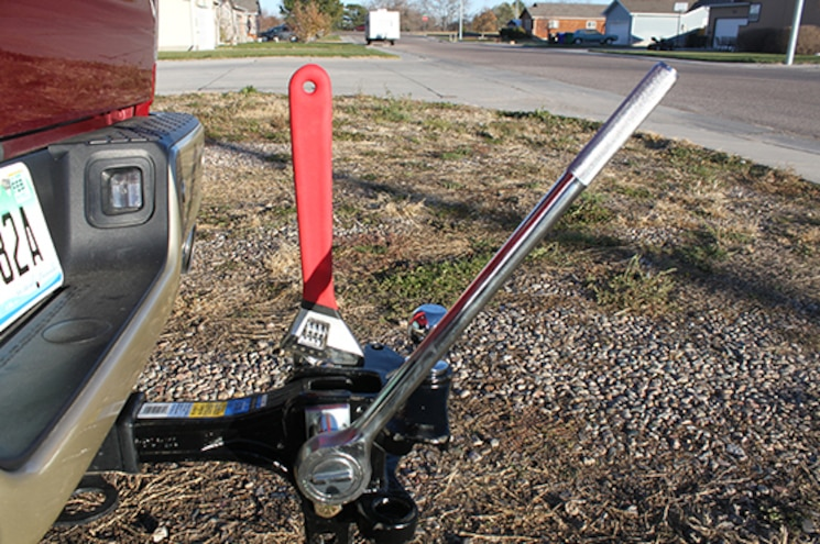 Five Things You Need To Know About A Weight-Distributing Hitch