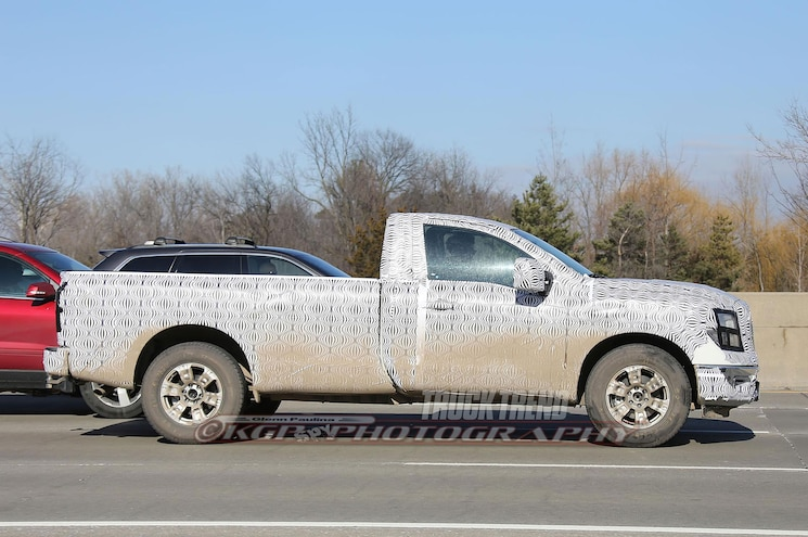 2017 Nissan Titan Regular Cab Side View 01