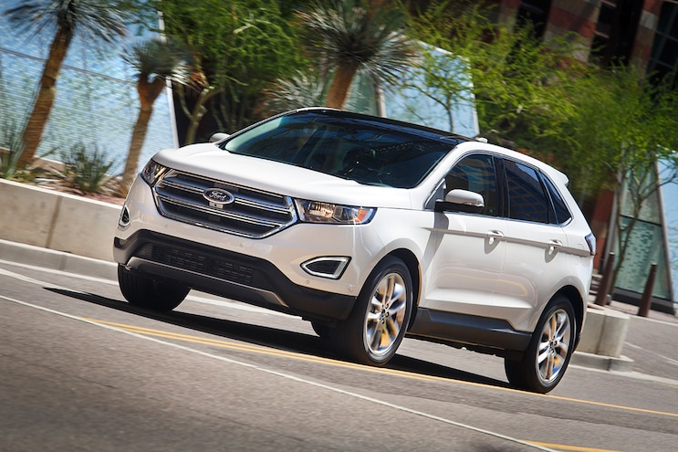 2015 Ford Edge Front Three Quarter In Motion 09