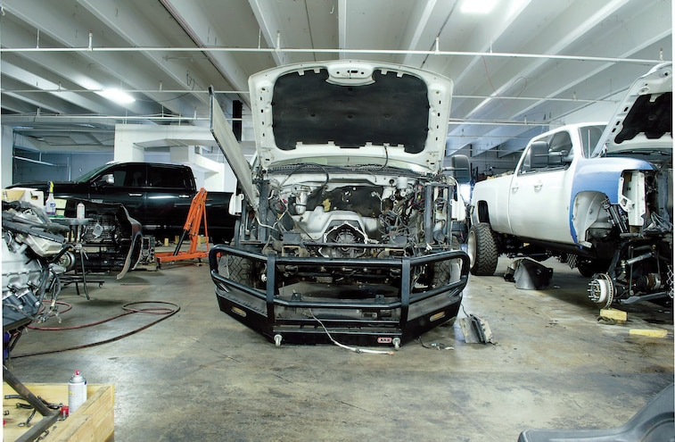 2003 Chevy Silverado 3500 With Front End Removed