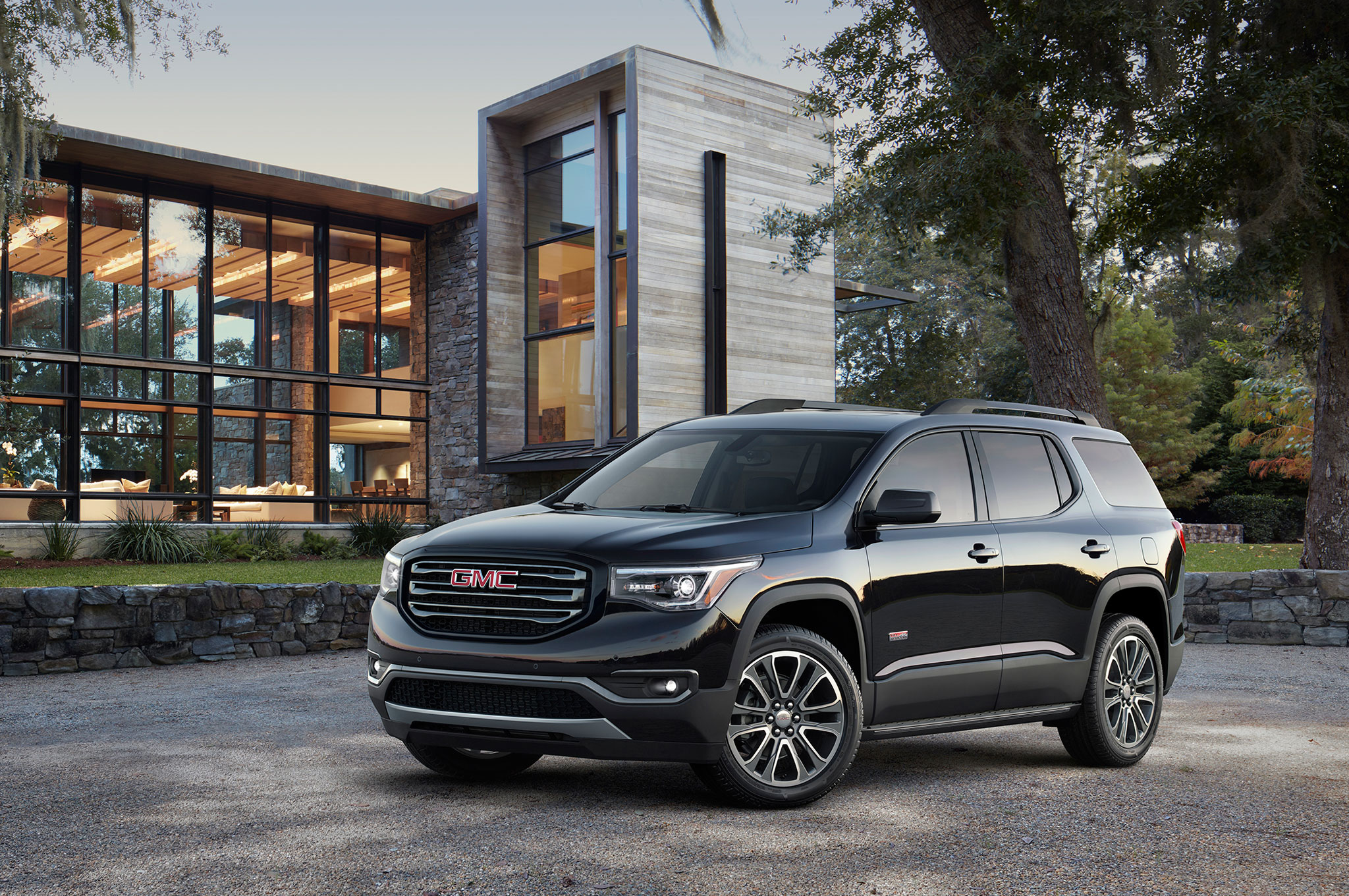 2017 Gmc Acadia Towing Capacity >> 2017 Gmc Acadia First Look Large Crossover Gets Smaller Lighter