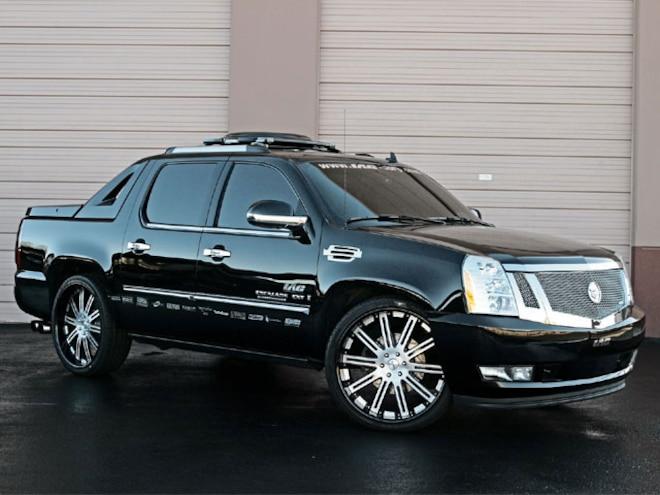 2007 Cadillac Escalade right View