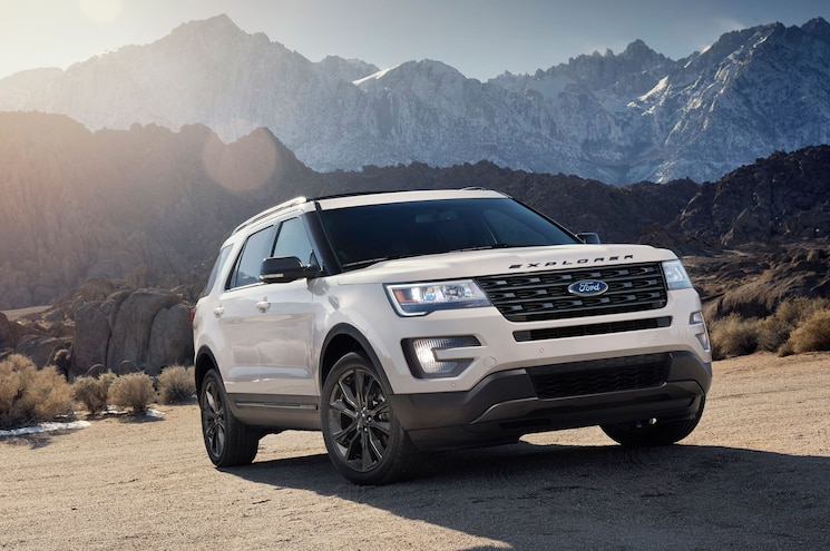 2017 Ford Explorer Xlt Sport Right Front View