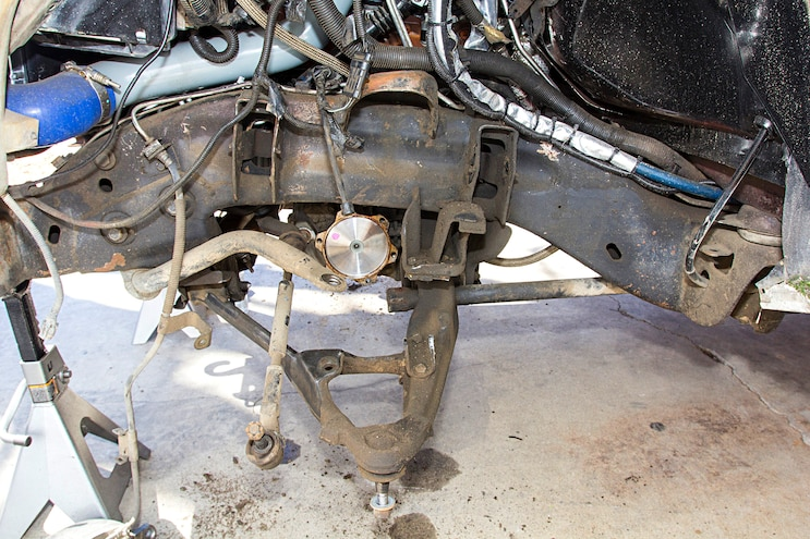 BDSs GM 2500 3500HD Lift Install Part 1 005