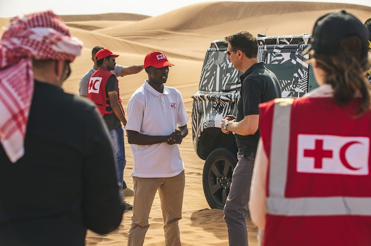 2020 Land Rover Defender Red Cross Engineers 01