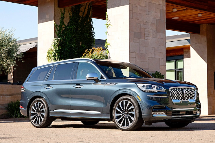 2020 Lincoln Aviator Front 3q