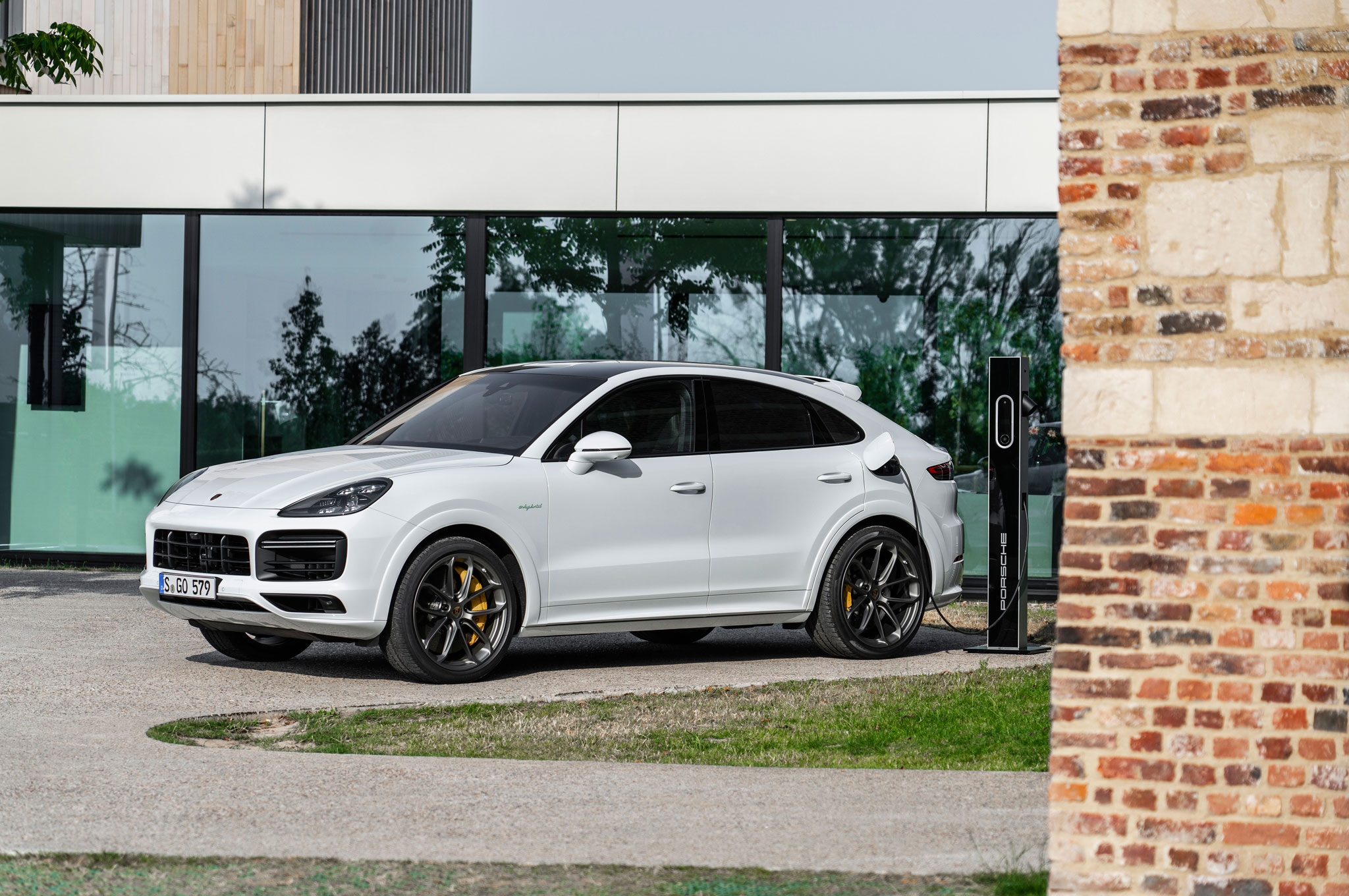 Most Powerful Porsche Suv Ever All New 2020 Cayenne Turbo S E Hybrid
