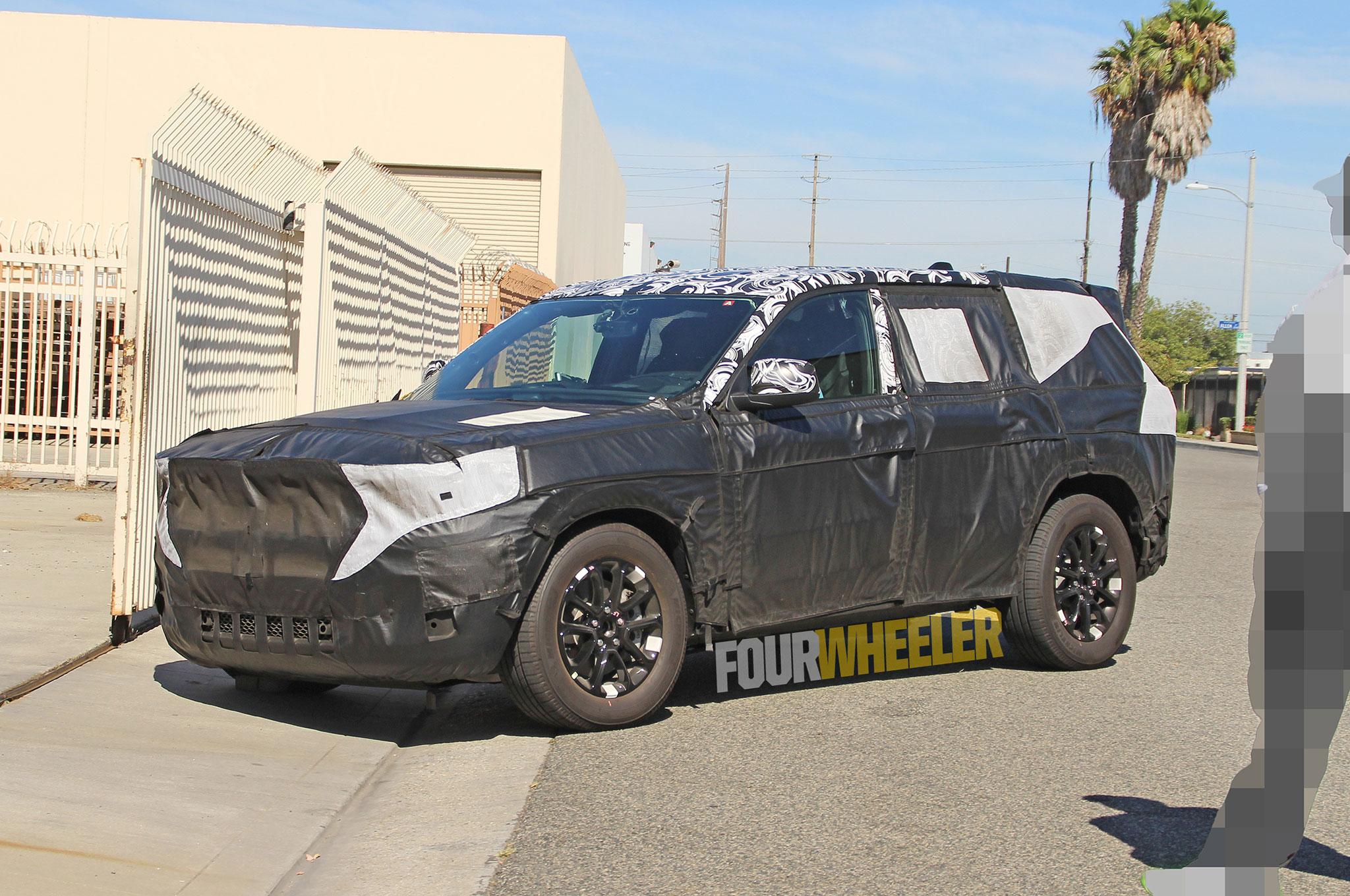 Spied 2021 Jeep Grand Cherokee