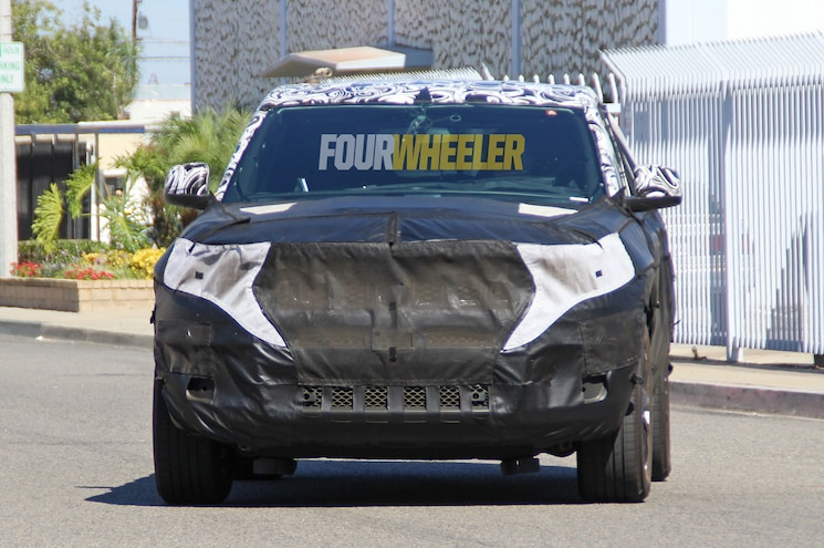 2021 Jeep Grand Cherokee Spied Front Quarter 02