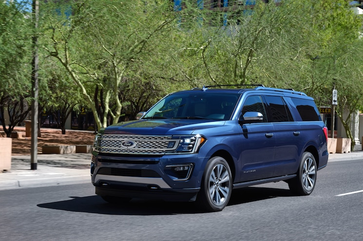 2020 Ford Expedition Max Platinum Front Quarter 01