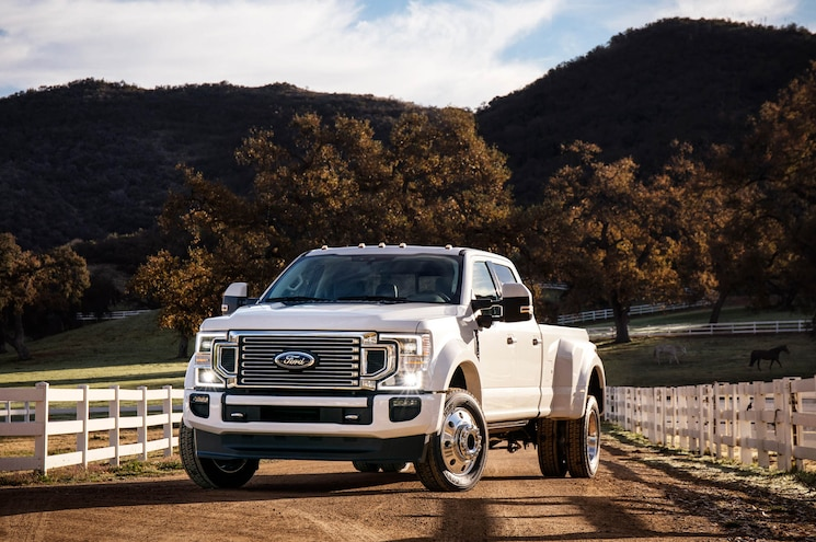 2020 Ford F 450 Super Duty Limited Exterior Front Quarter 02