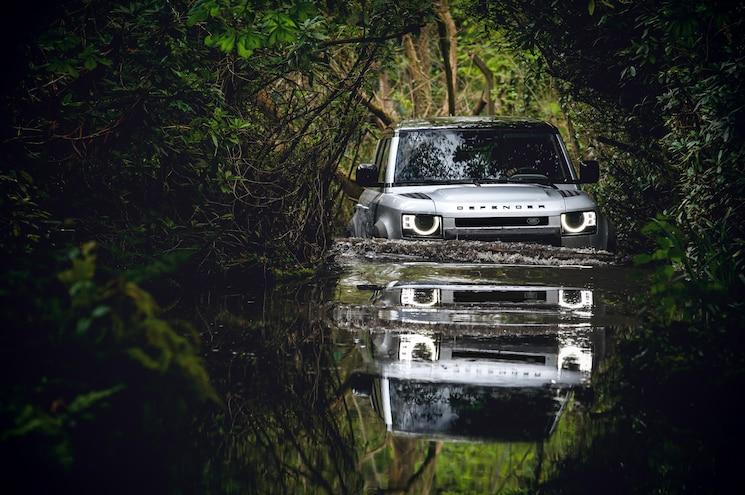 2020 Land Rover Defender 110 Off Road Mud Bog 01