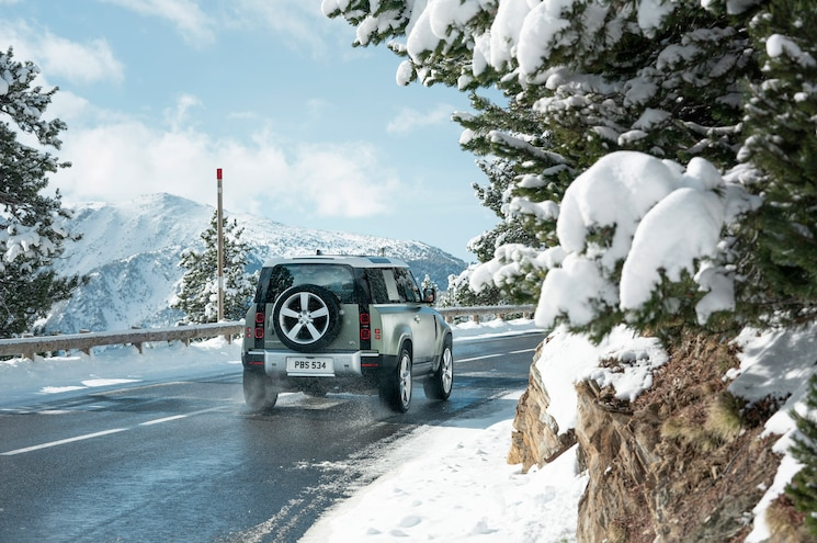 2020 Land Rover Defender 90 Exterior Rear Quarter 01
