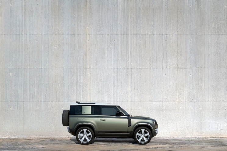 2020 Land Rover Defender 90 Exterior Side Profile 01