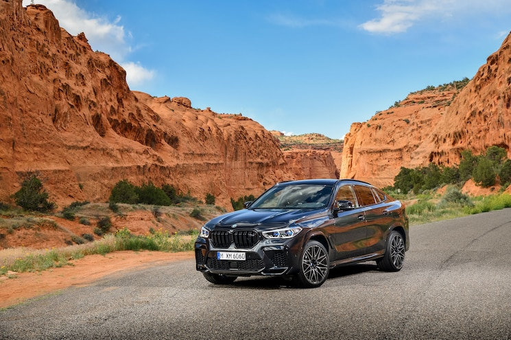 2020 Bmw X6 M Competition Exterior Front Quarter 01