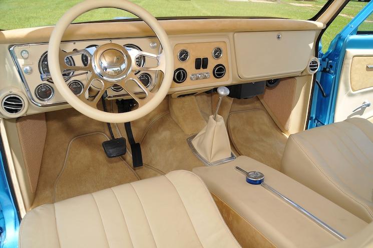 1970 Chevy Crew Cab Dualie La Perla Azul Interior