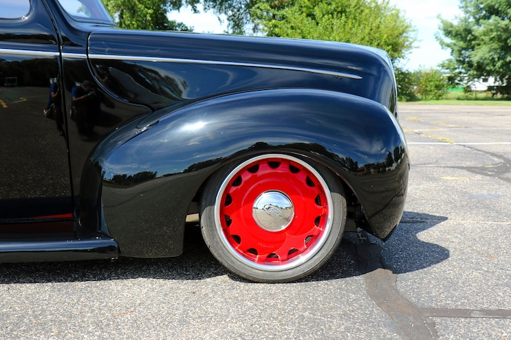 015 1939 Ford Sedan Deluxe Front Tire