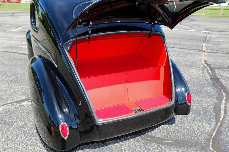 021 1939 Ford Sedan Deluxe Trunk