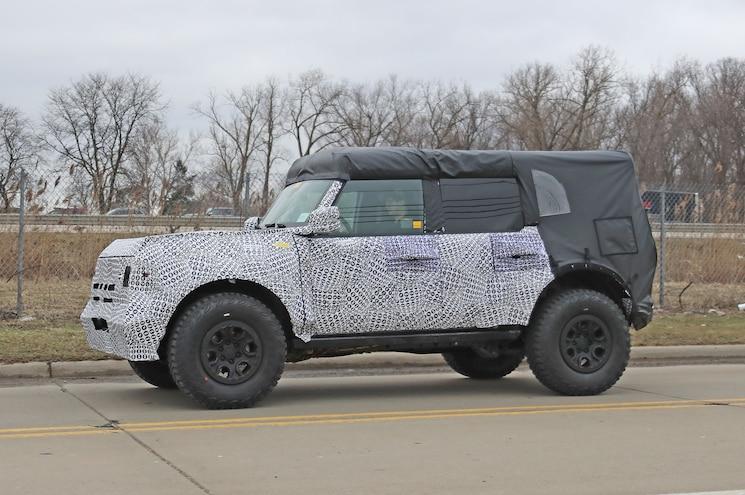 2021 Ford Bronco Raptor Special Exterior Front Quarter 01