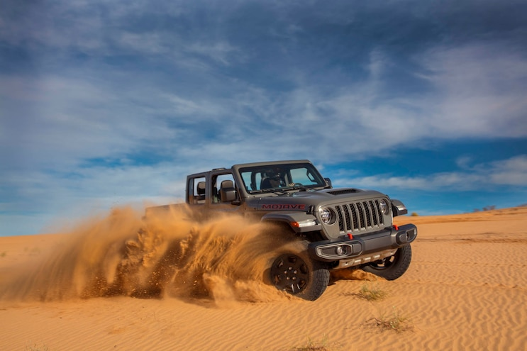 19 Jeep Gladiator Mojave Package Off Roading In Sand