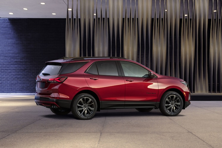 2021 Chevrolet Equinox Rs Exterior Rear Quarter 01