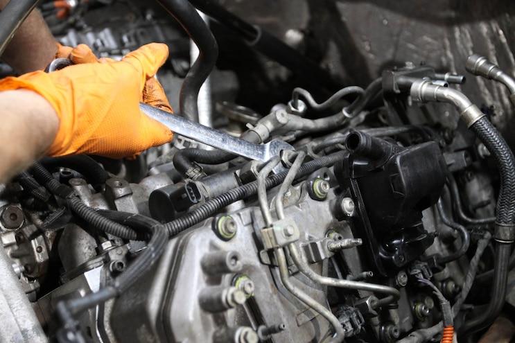 Installing Edelbrock 6 6l Duramax Cylinder Heads 37