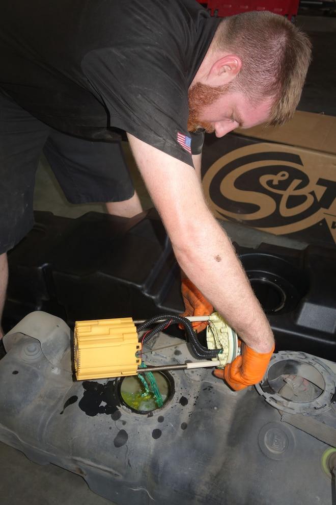 008 Fuel Tank Installation