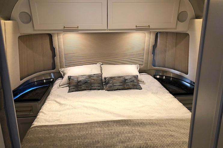 031 Airstream Classic Trailer Roadtrip Adventure