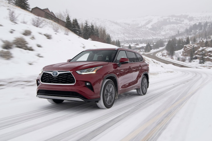 How Does the 2020 Toyota Highlander Handle in the Snow?