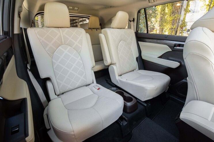 004 2021 Toyota Highlander Platinum