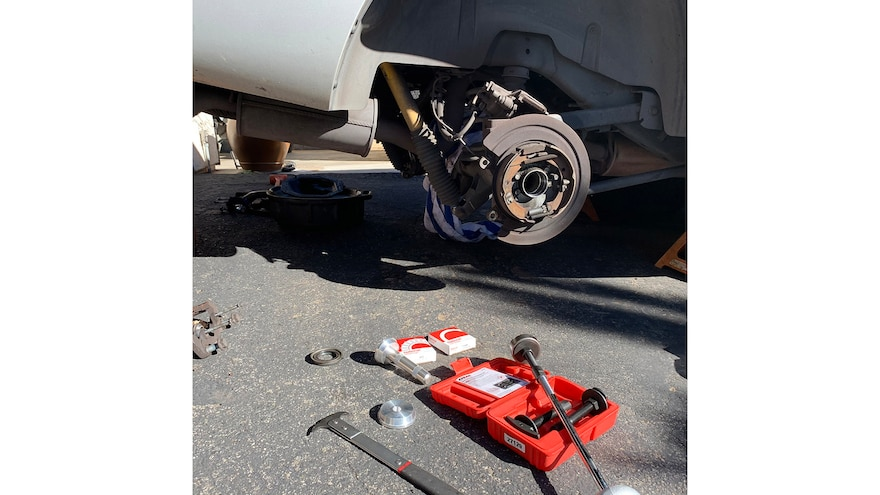 How to remove a rear axle bearing with a slide hammer