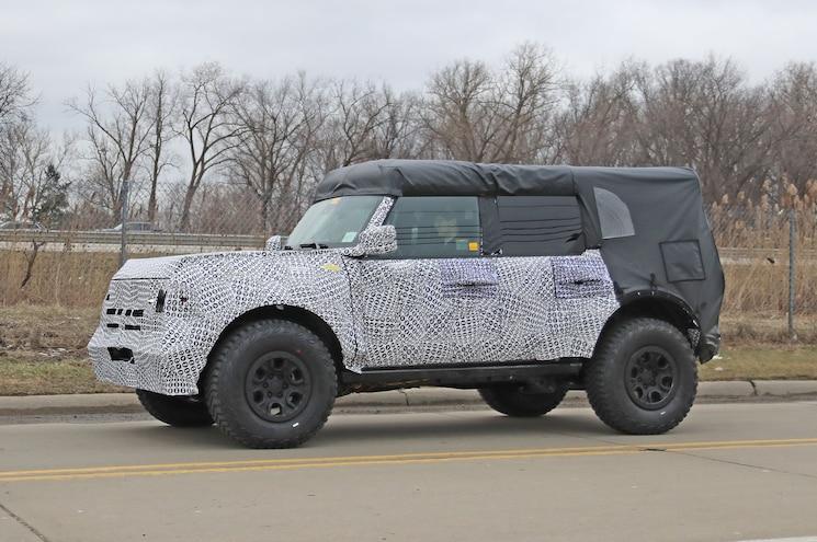 2021 Ford Bronco Raptor Special Exterior Front Quarter 02