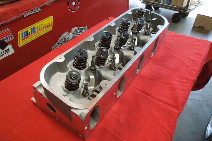 07 Rebuilding A Vortec 8100 Raylar Aluminum Heads With Double Valvesprings And Chromoly Retainers