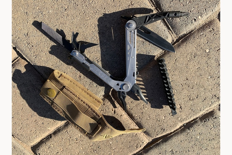 18 Gerber Center Drive Multi Tool With Bit Set And Molle Sheath