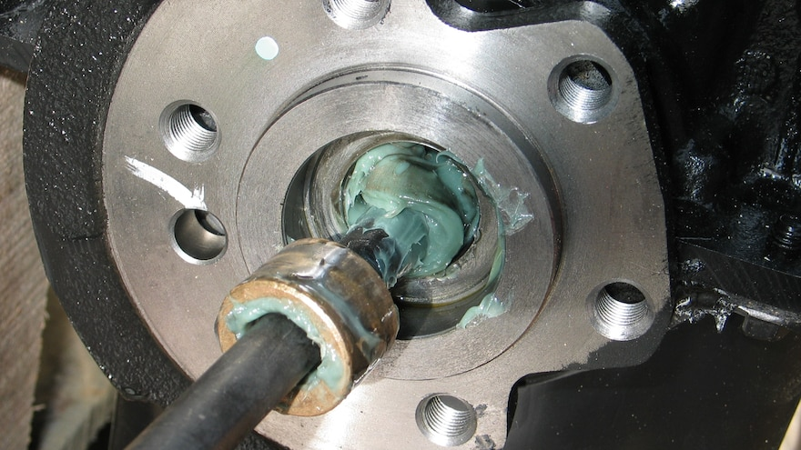 04 Removing Stuck Pilot Bushing Or Bearing With Grease Hydraulic Action