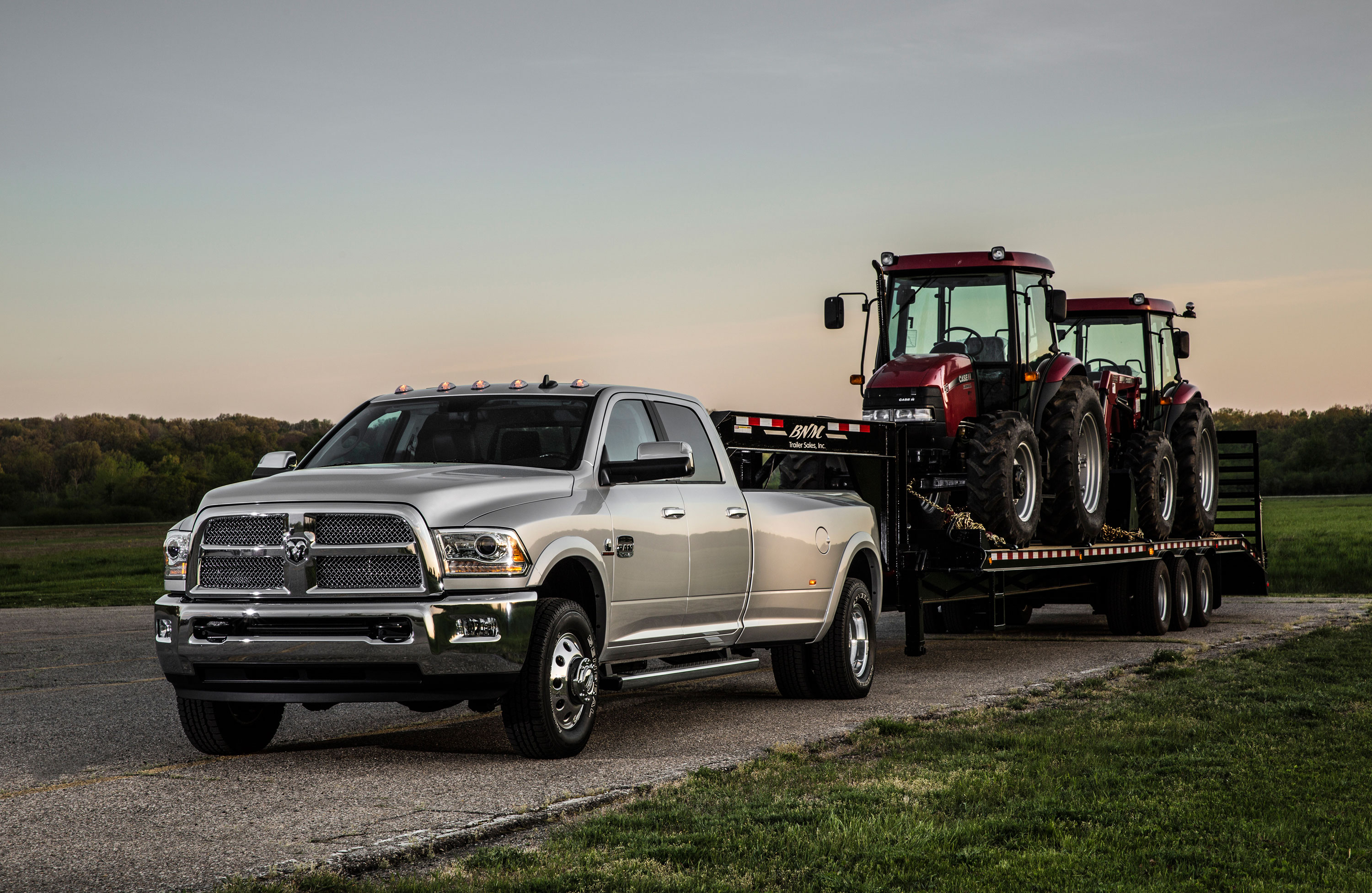 How 2015 Ford F-450 and 2015 Ram 3500 Trucks are Engineered to Pull 15 Tons